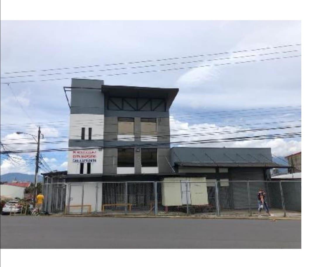 745 Se vende  Edificio Comercial en Cinco Esquinas, Tibas,