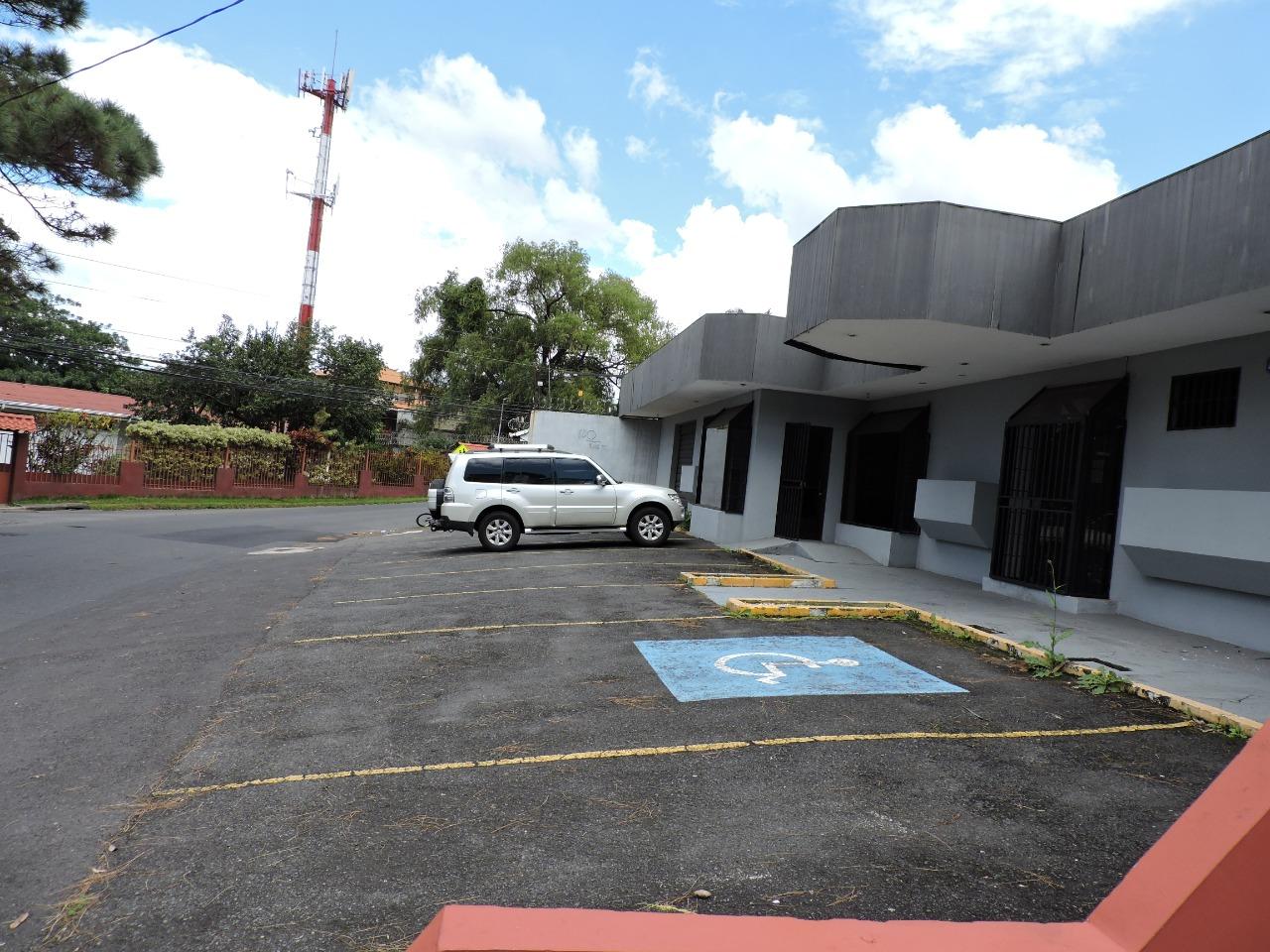 746 Se vende casa comercial en Bello Horizonte. Ideal para hogar de ancianos, clínica, administrativo