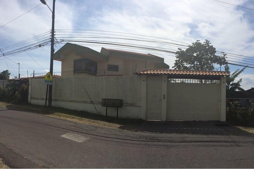 2594 Se vende condominio de apartamentos de 517m2 en San Miguel de Heredia