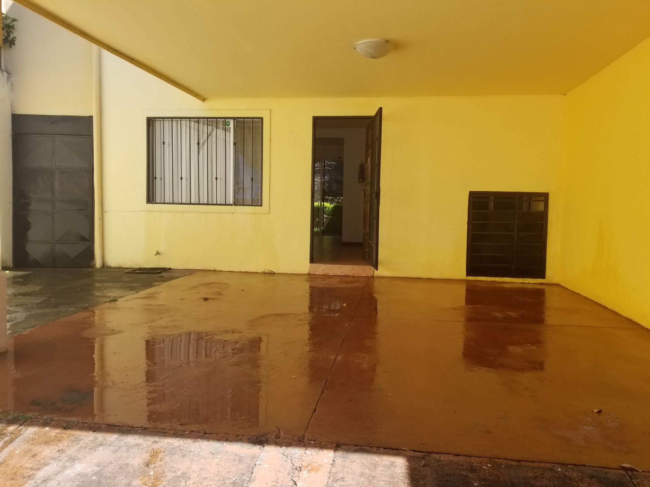 2638 se vende magnifica casa en San Pablo de Heredia.