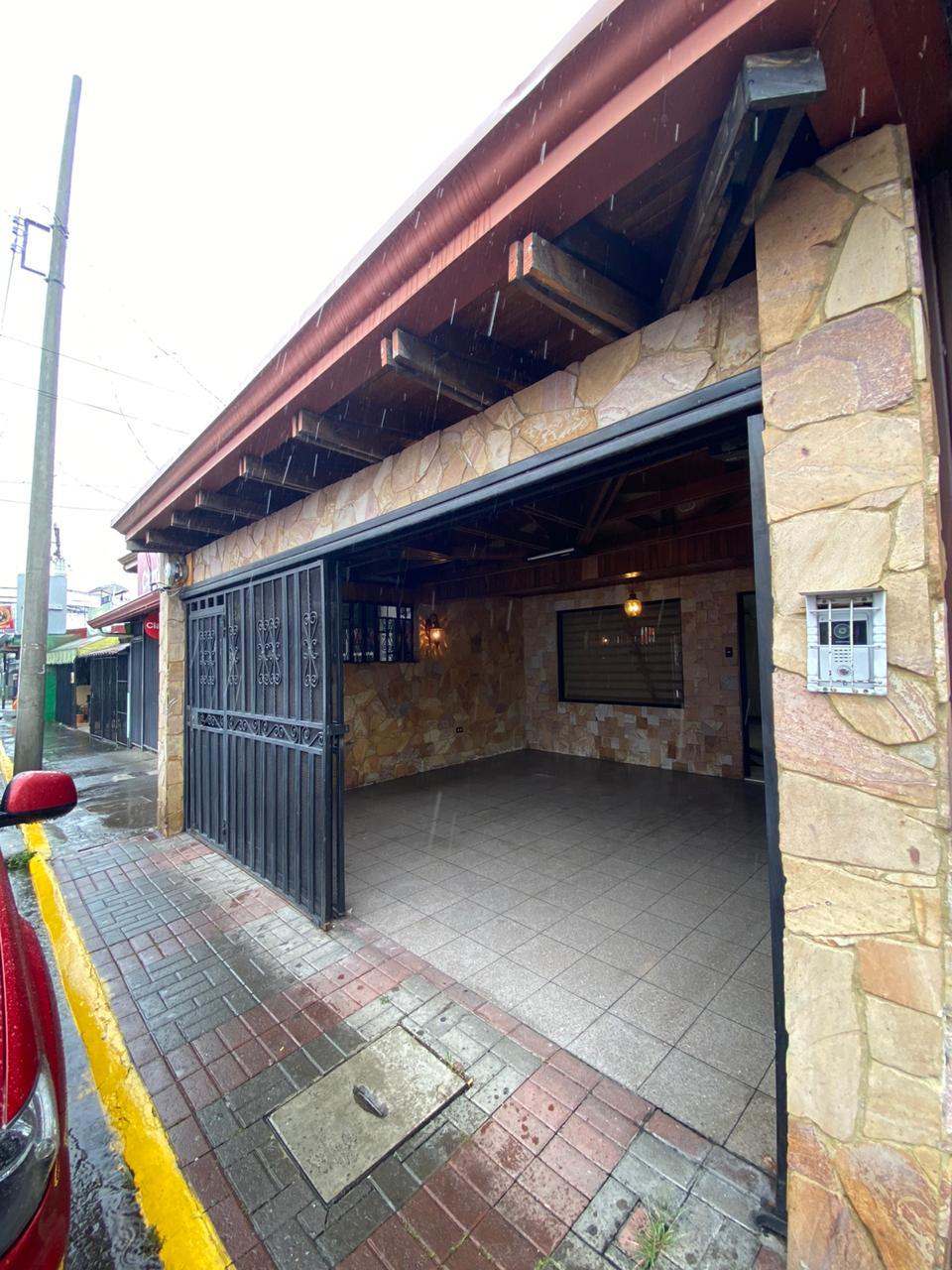 739 Se vende Casa en Pavas Centro, una planta, uso comercial.
