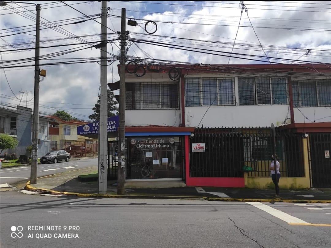 2616 Se Vende propiedad comercial con Apartamento para Alquilar.