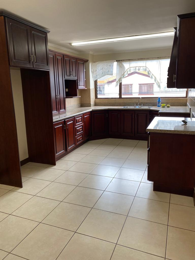 2607 Se alquila bello apartamento dentro de condominio en Curridabat