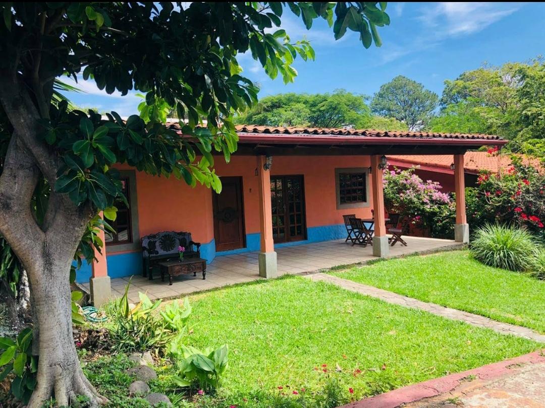2622 Se alquila casa amueblada en Guachipelin de Escazu
