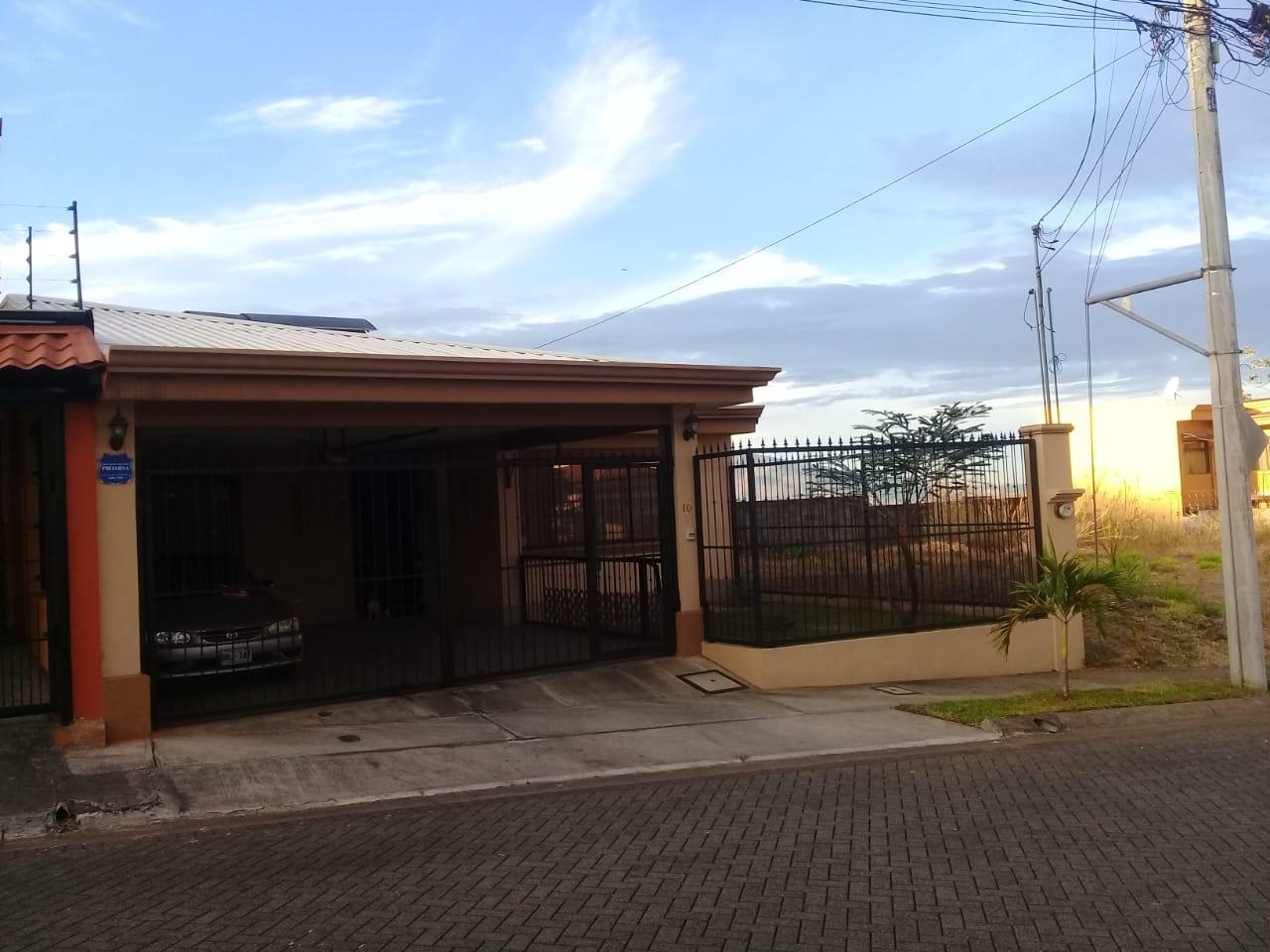 2659 Se vende preciosa casa en residencial en San Lorenzo, San Juaquin de Flores, Heredia.