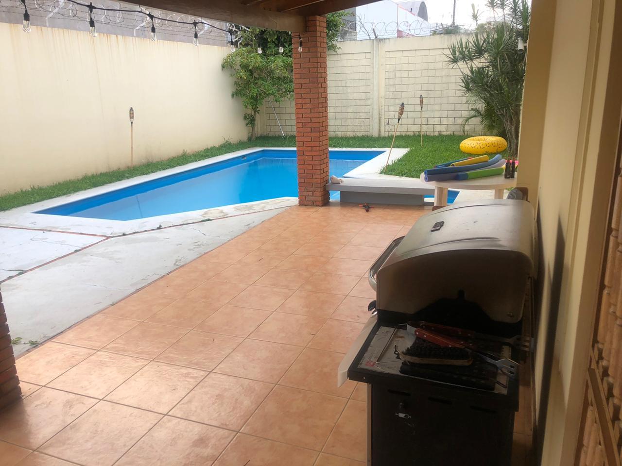 2598 Casa con Piscina en Escazú