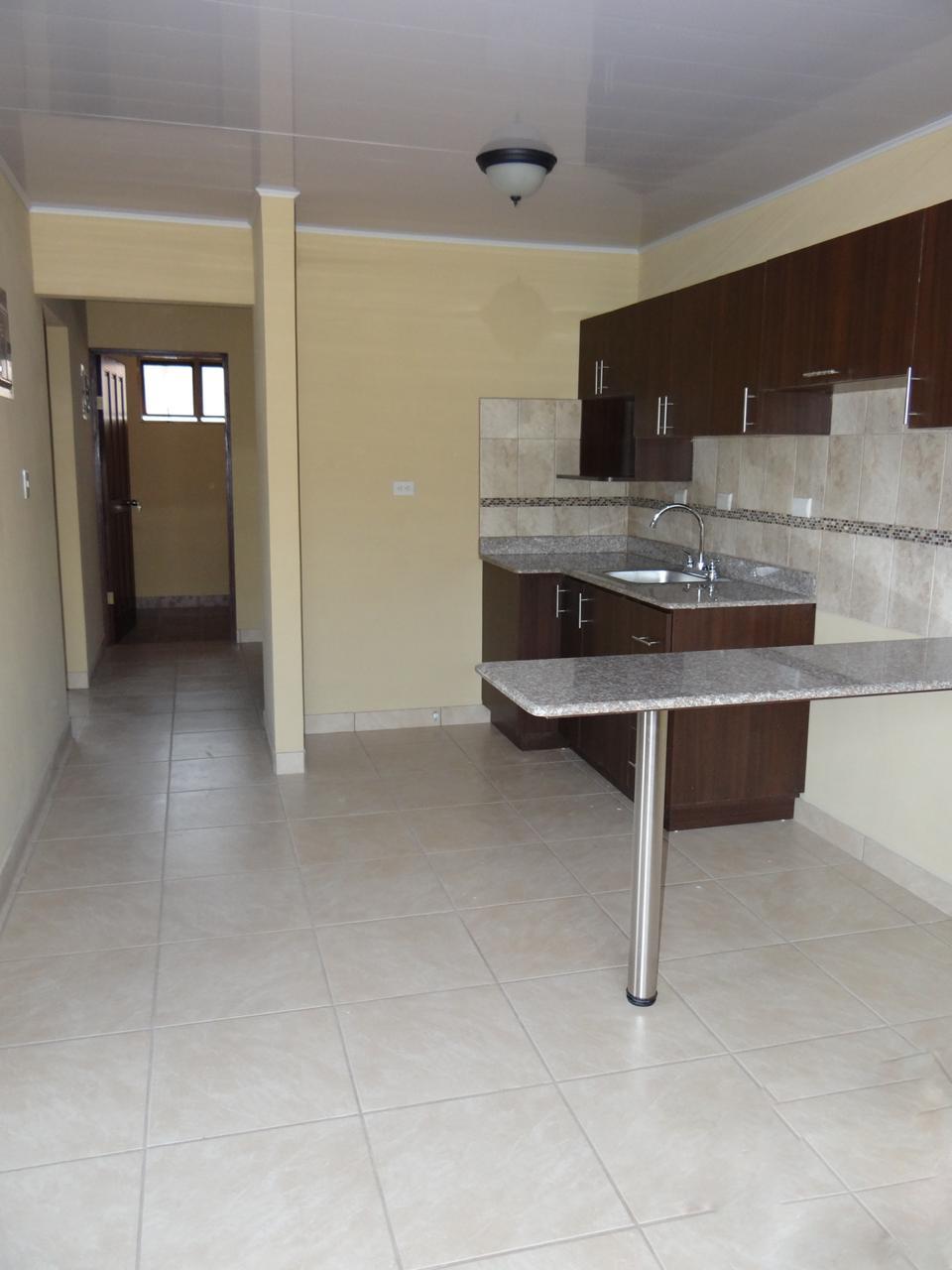 2698 Se alquila apartamento en planta baja en Pozos
