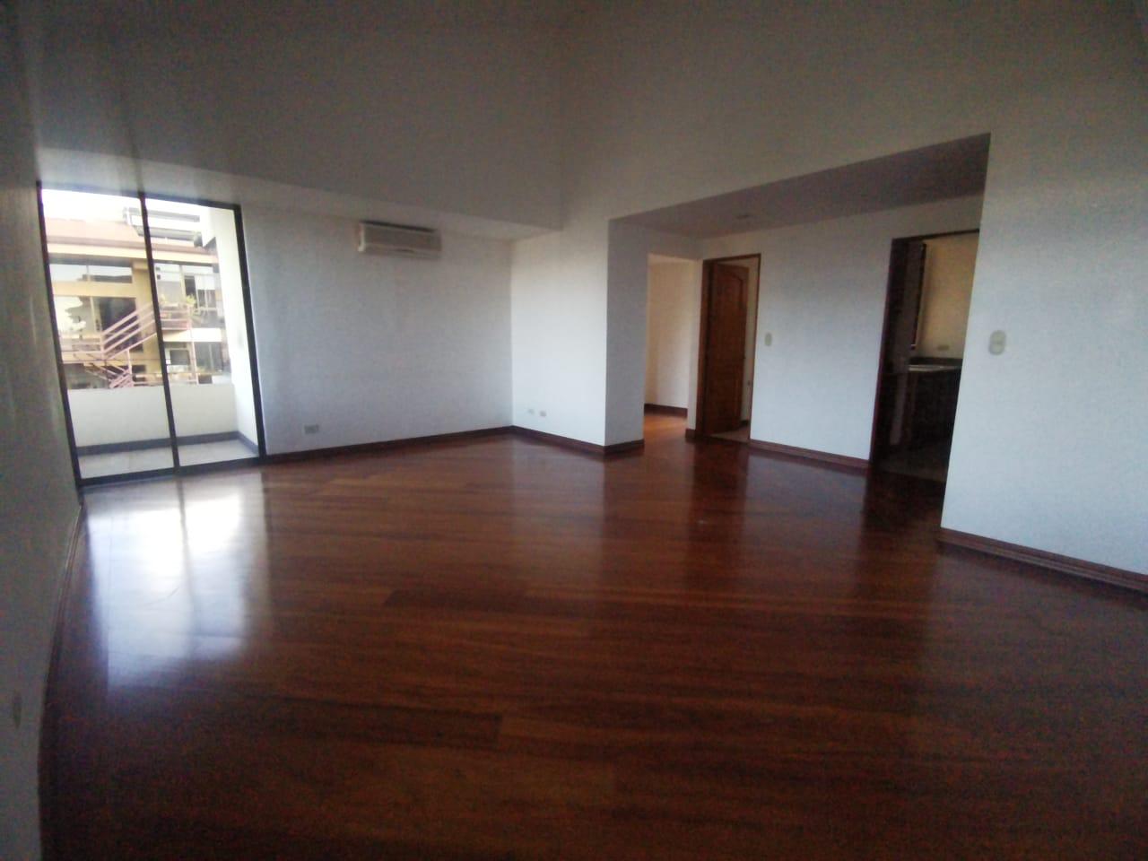 2721 Lindo apartamento en Escazú, con mucha iluminación natural, amplios espacios, habitaciones cómodas y ventiladas.