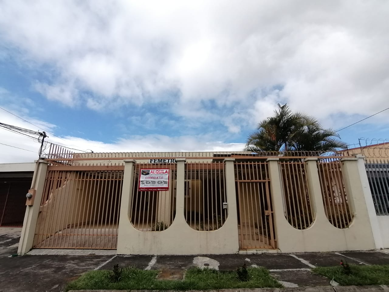 733 Se alquila casa en Sabana oeste cerca de la UCIMED.