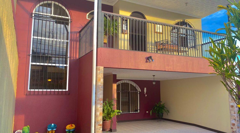 Foto fachada casa Bouganvillea