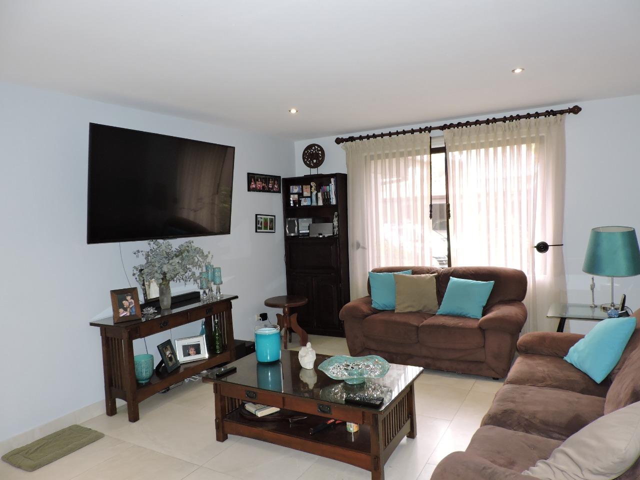 2768 Se vende casa en condominio muy privado en Escazu