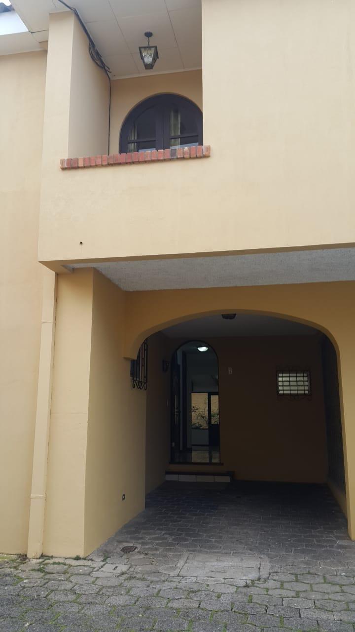 2728 Se alquila amplio apartamento en Rohrmoser.