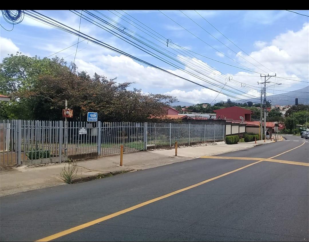 2730 Se vende lote en Mercedes norte Heredia.