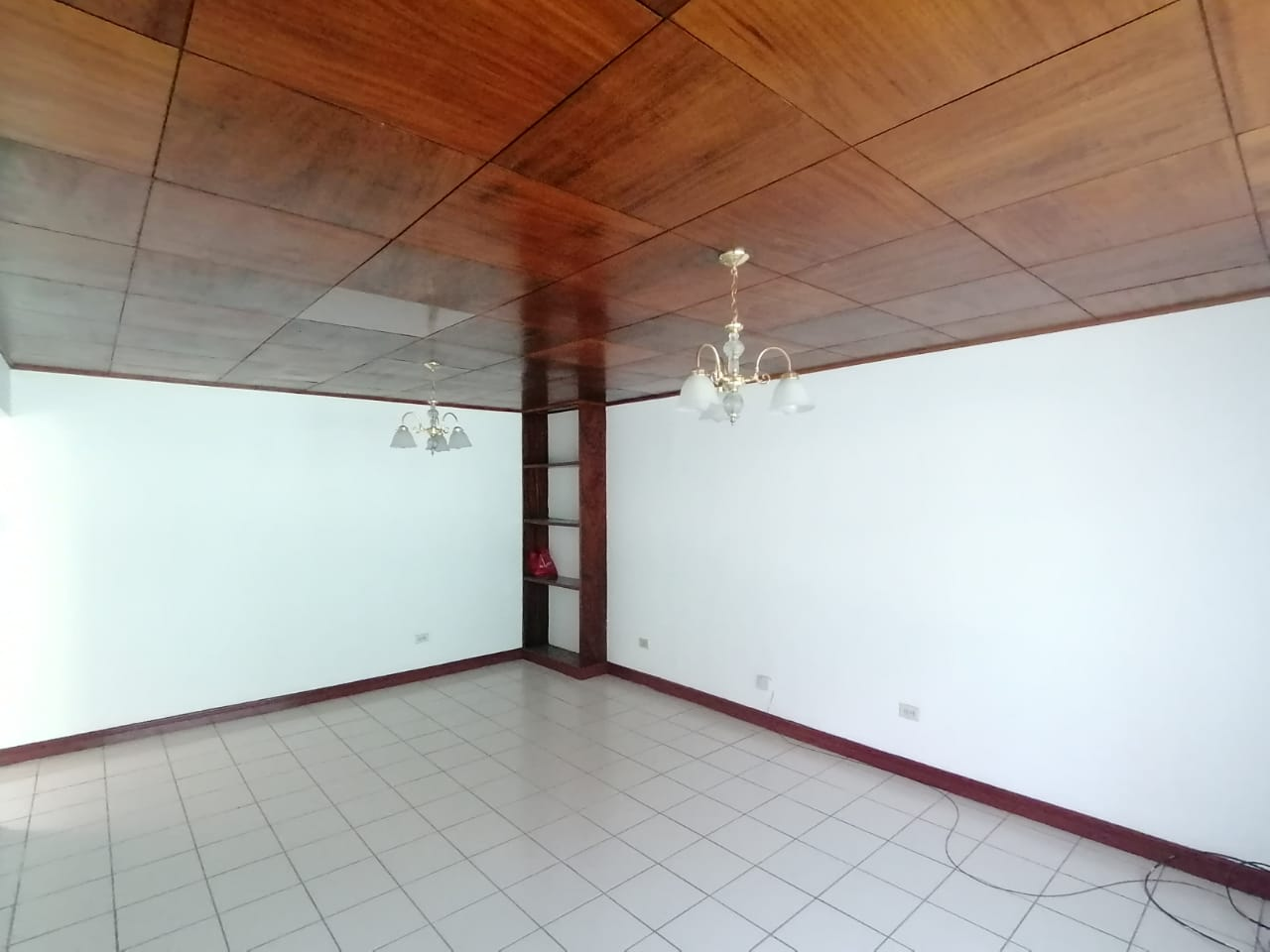 2762 Se alquila apartamento en Sabana Oeste