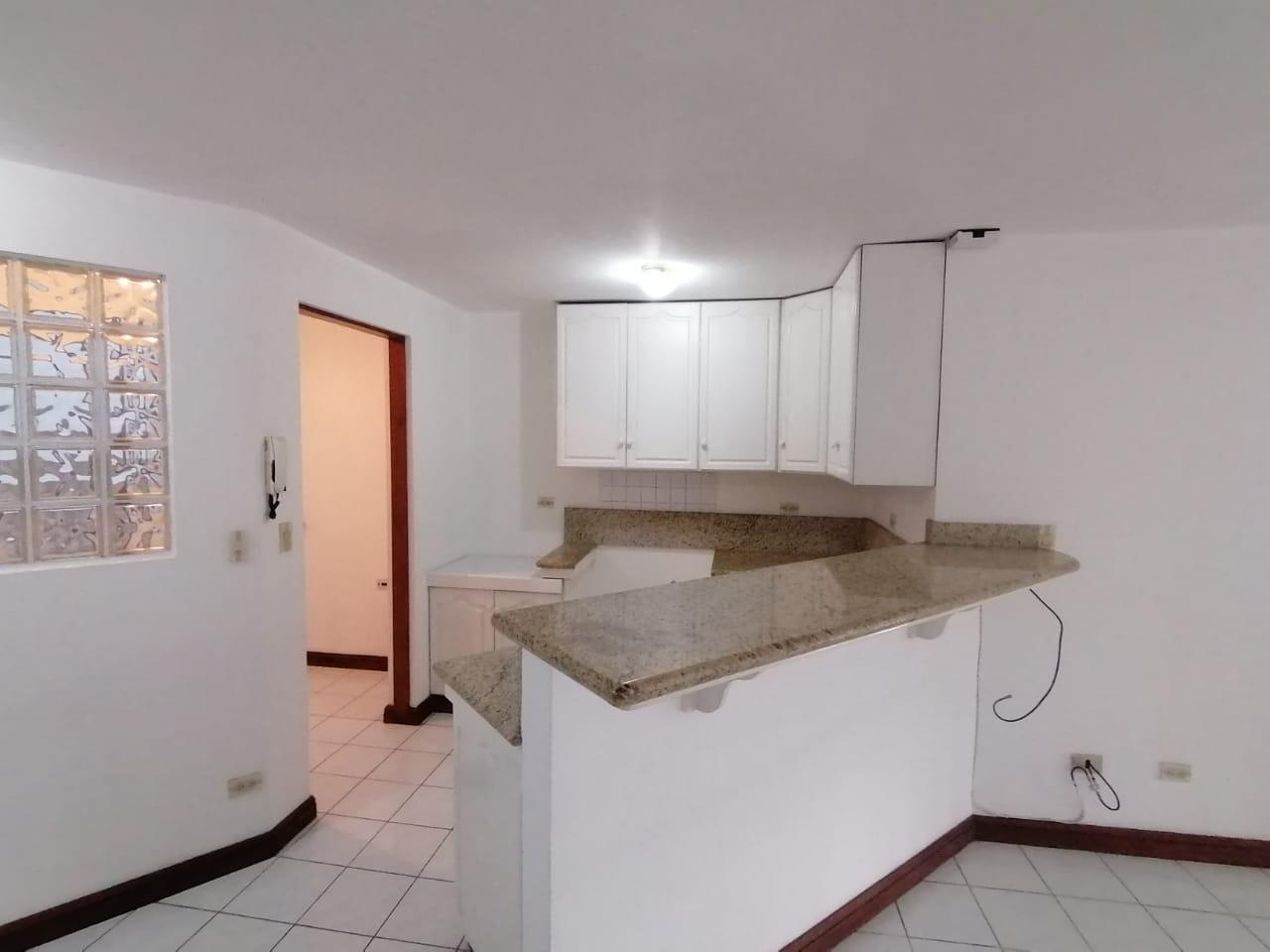 2781 Se alquila apartamento en Rohrmoser
