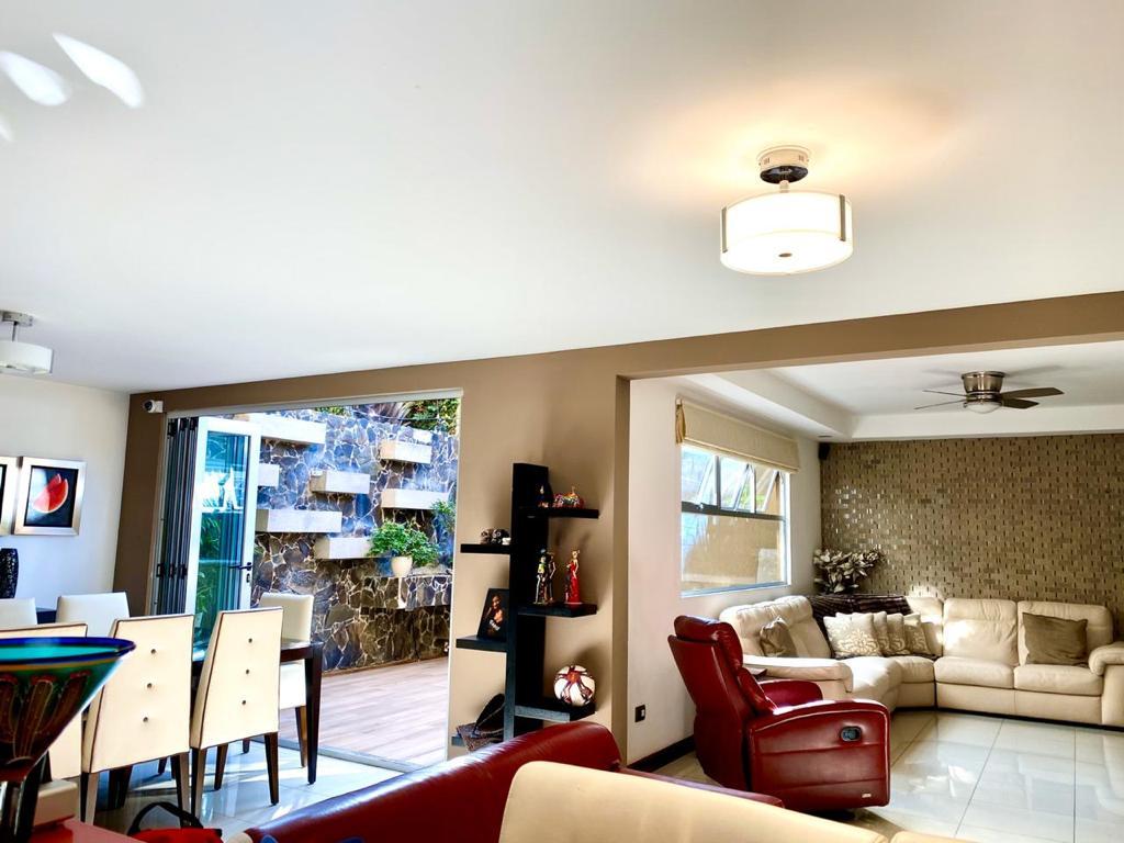 2796 Se vende casa en Escazú