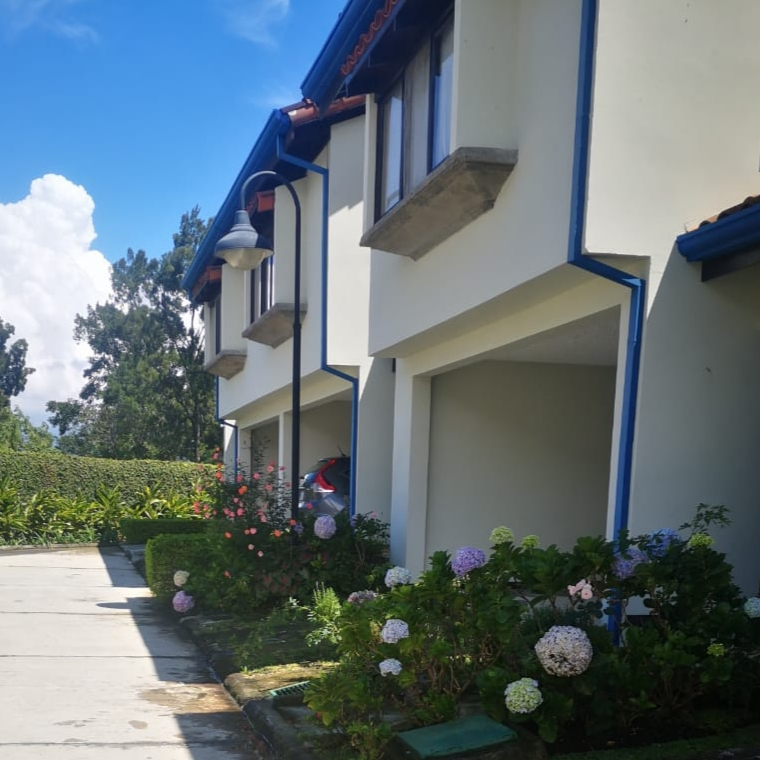 2852 Se alquila casa amoblada en Condominio Barrio Escalante