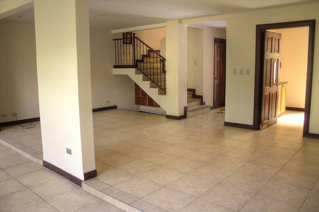 2827 Se vende casa en Escazú