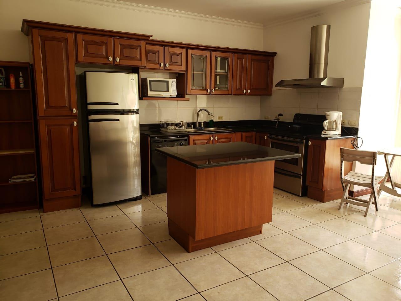 2842 Se alquila apartamento amueblado en Escazu