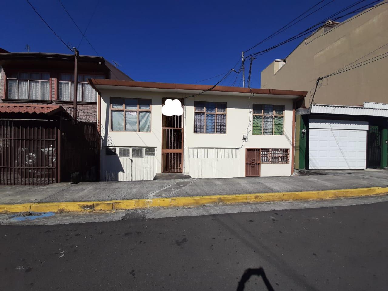 738 Se vende casa en Casa en el Centro de Heredia
