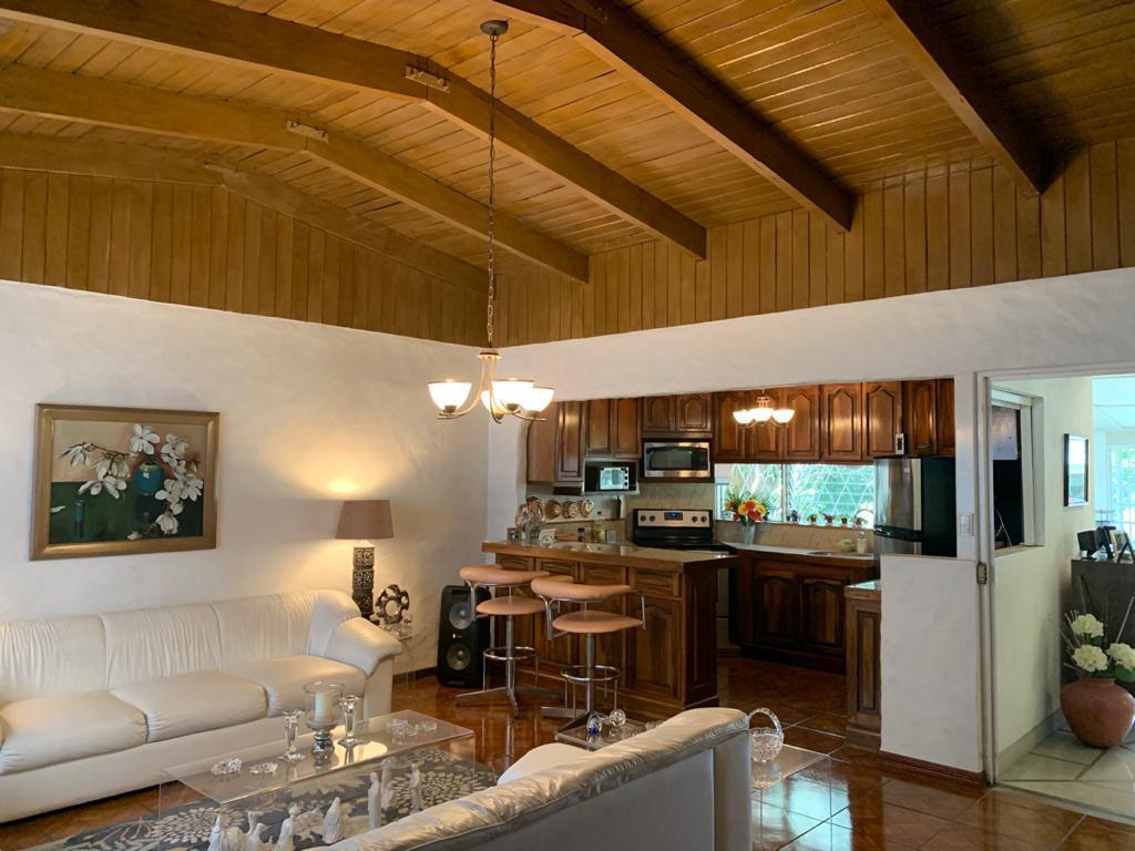 2850 Se vende casa de un piso en Curridabat San José