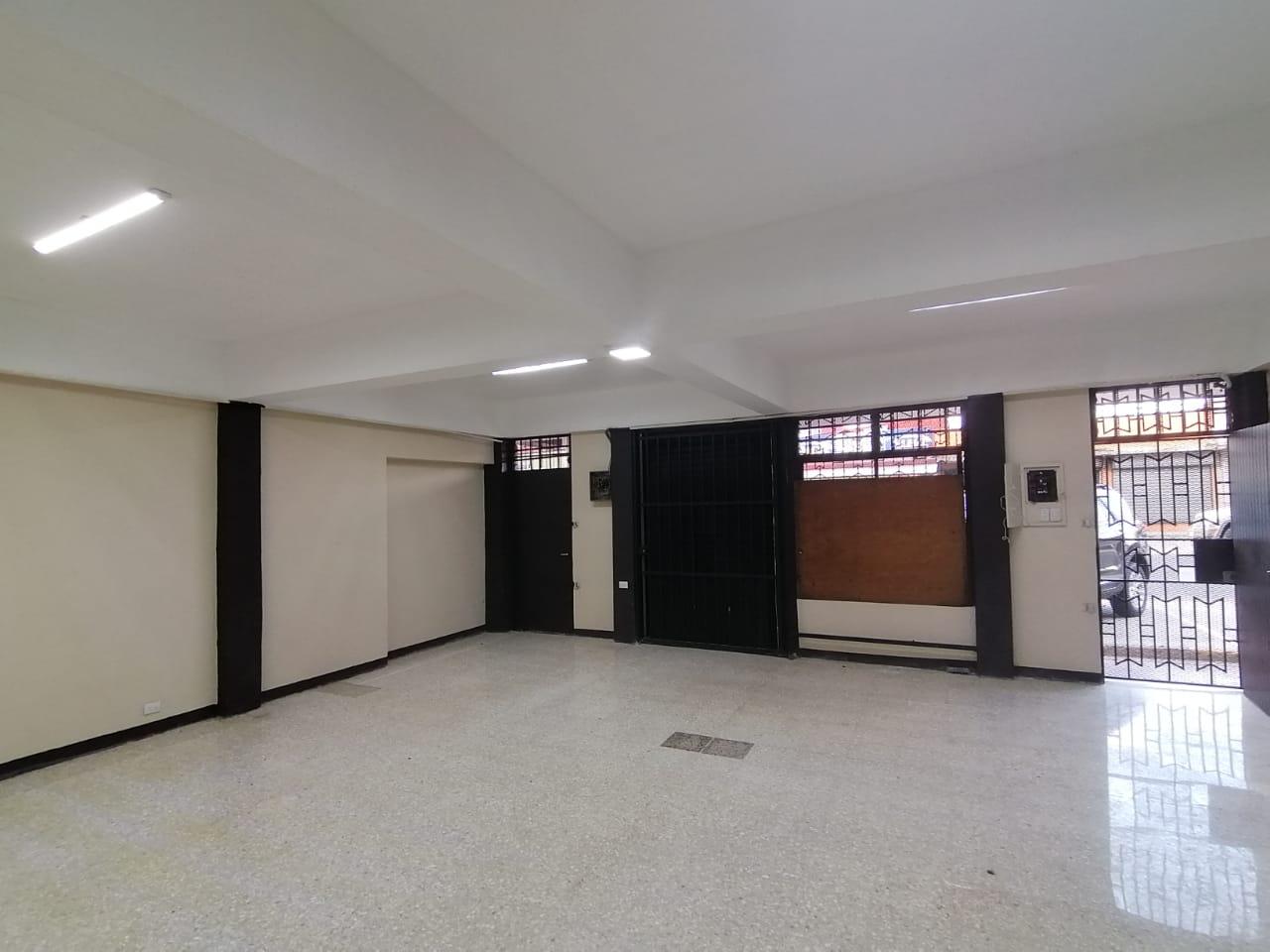 2855 Se alquila local comercial sobre calle principal en Sagrada Familia