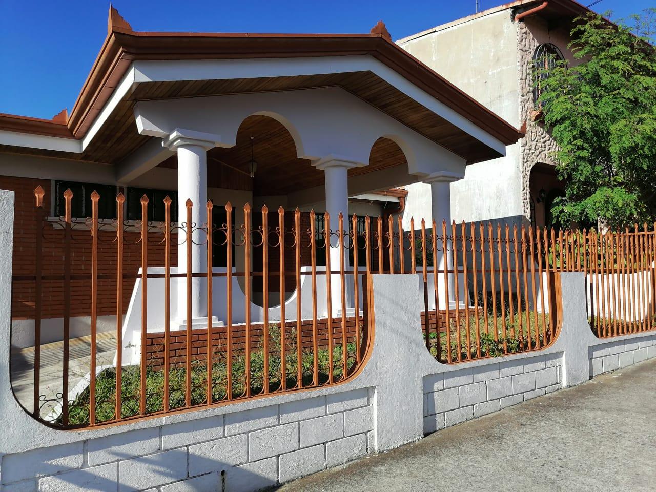 2873 Se vende casa en San Pablo de Heredia.