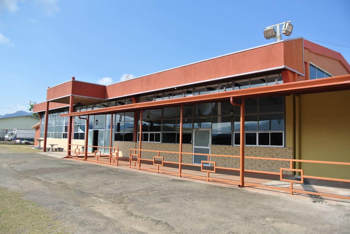 2942  Se vende edificio en zona industrial en el Tejar