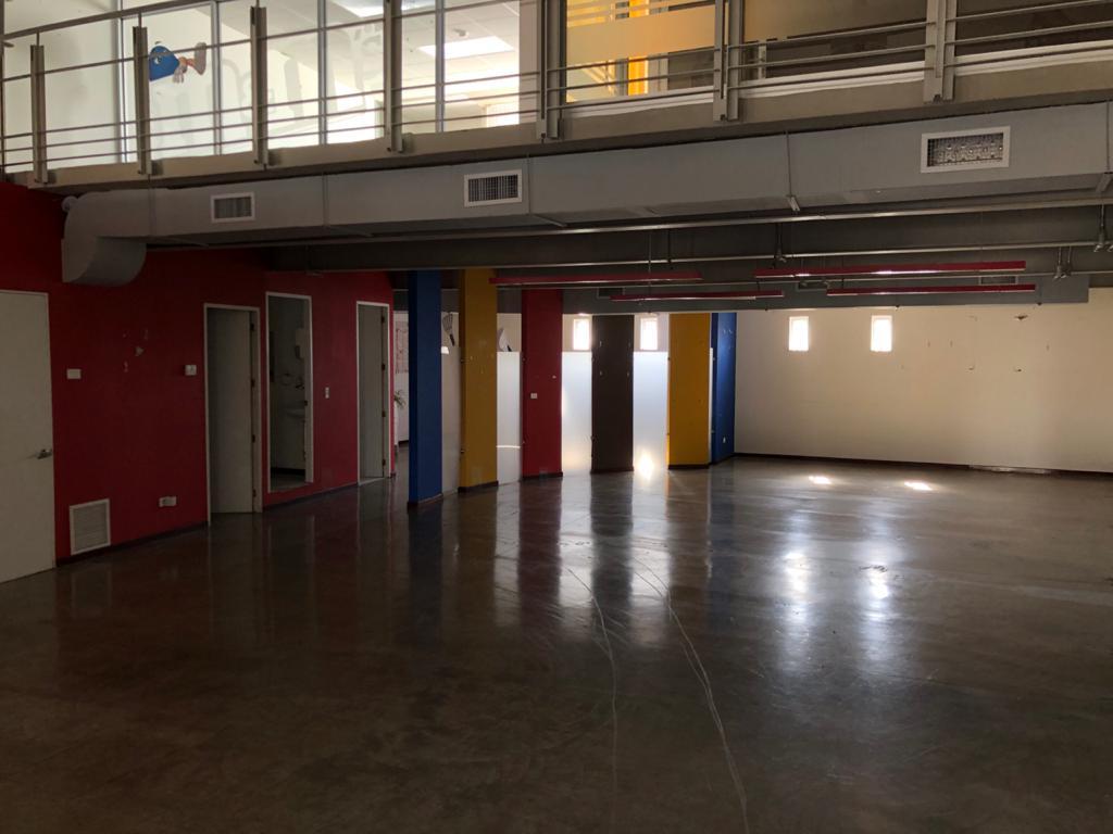 2906 Se alquila Office Bodega en Escazú. Mantenimiento incluido