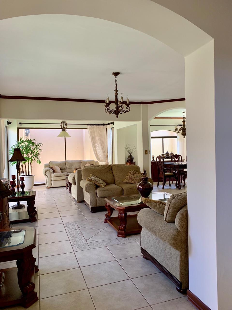 2913 Se vende casa en Guachipelin de Escazú