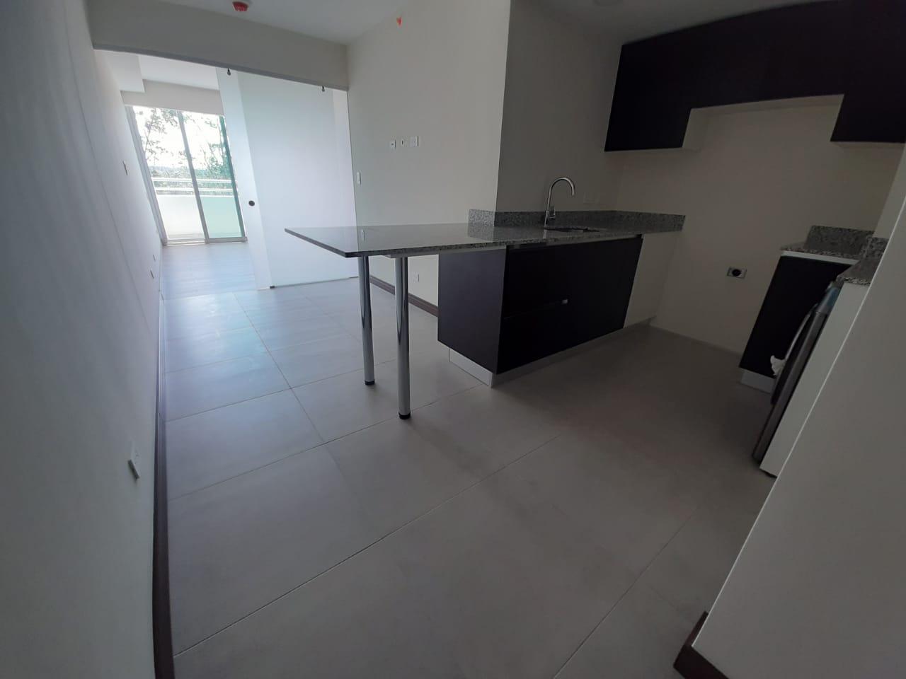 2915 Se vende apartamento en Ulloa de Heredia