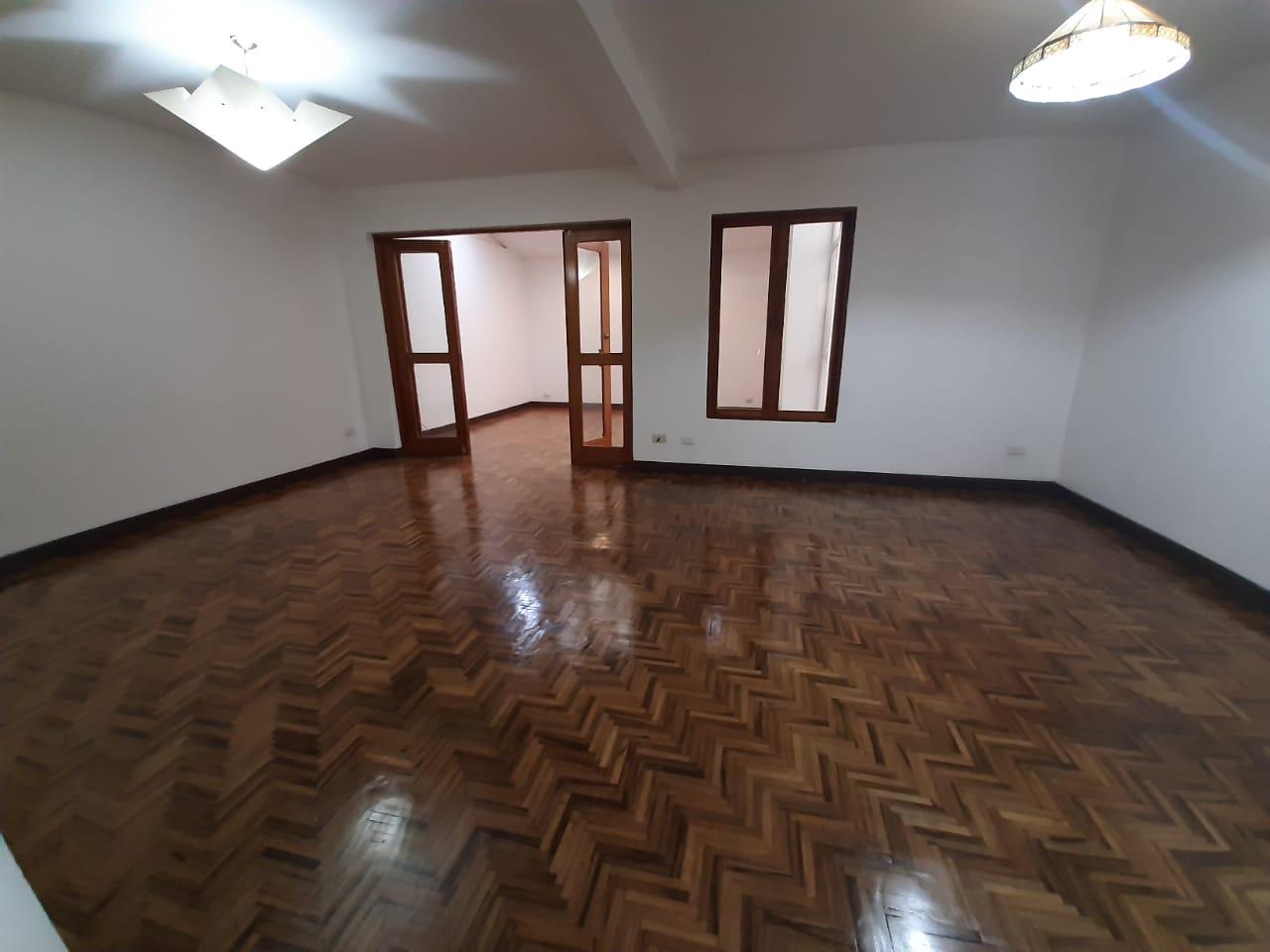 2963 Se alquila casa en Pavas