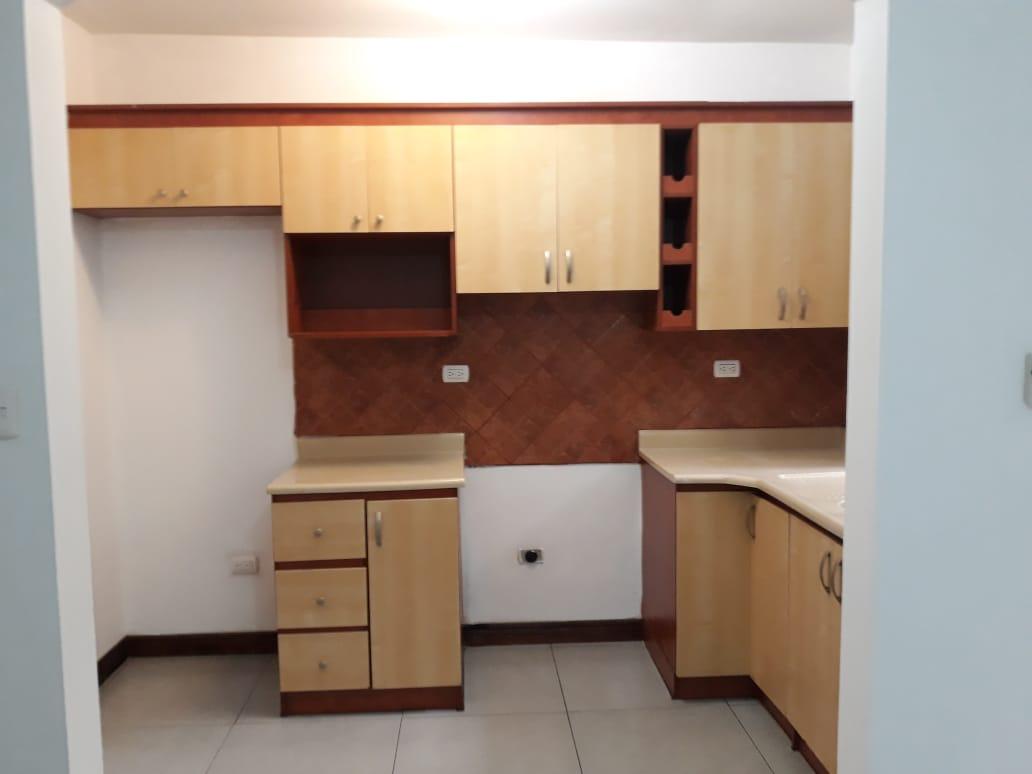 2964 Se alquila apartamento en Rohrmoser