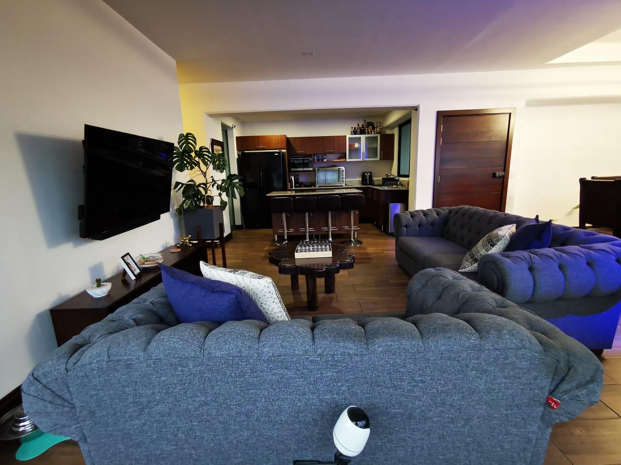 3011 Se vende lindo apartamento en la Uruca. Cerca del México.