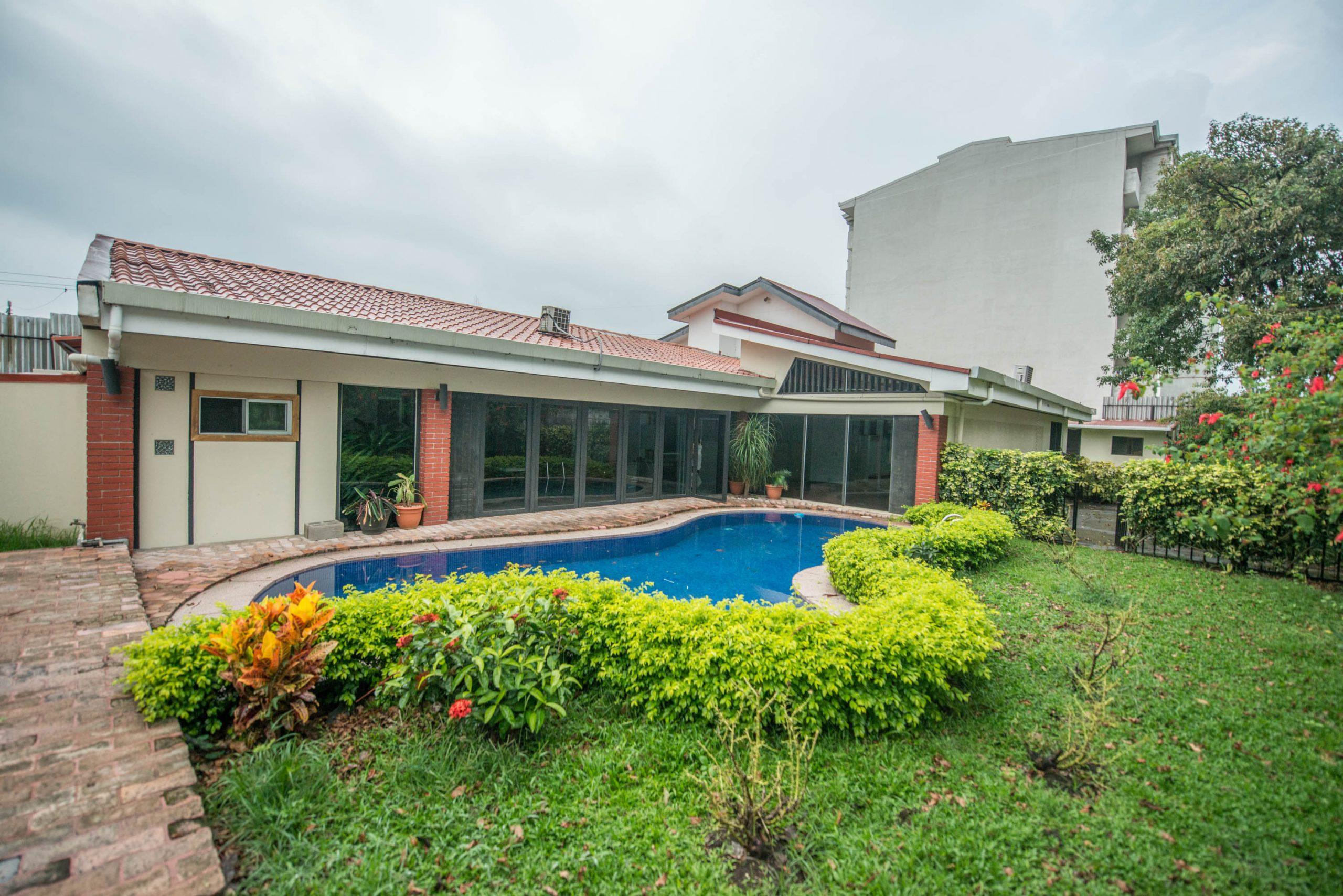 3067 Se vende casa para oficinas en la Uruca.
