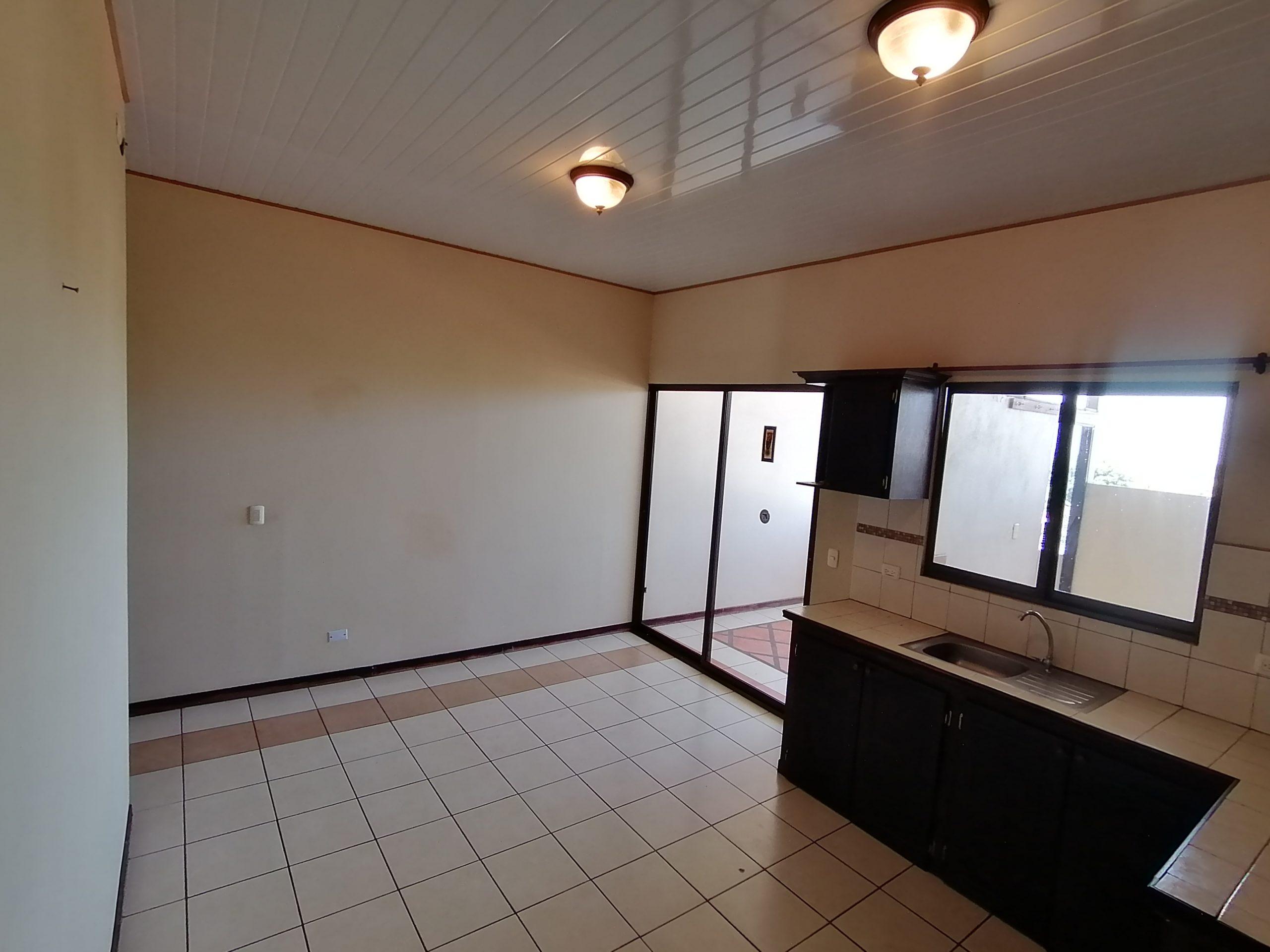 3014 Se alquila apartamento en La Uruca
