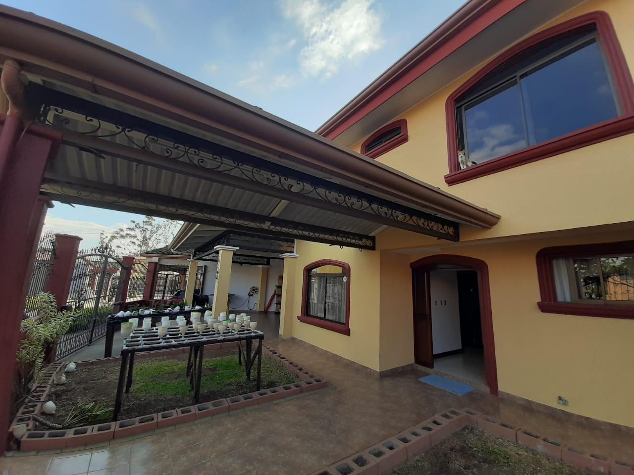 2999 Se vende casa en San Joaquín de Heredia