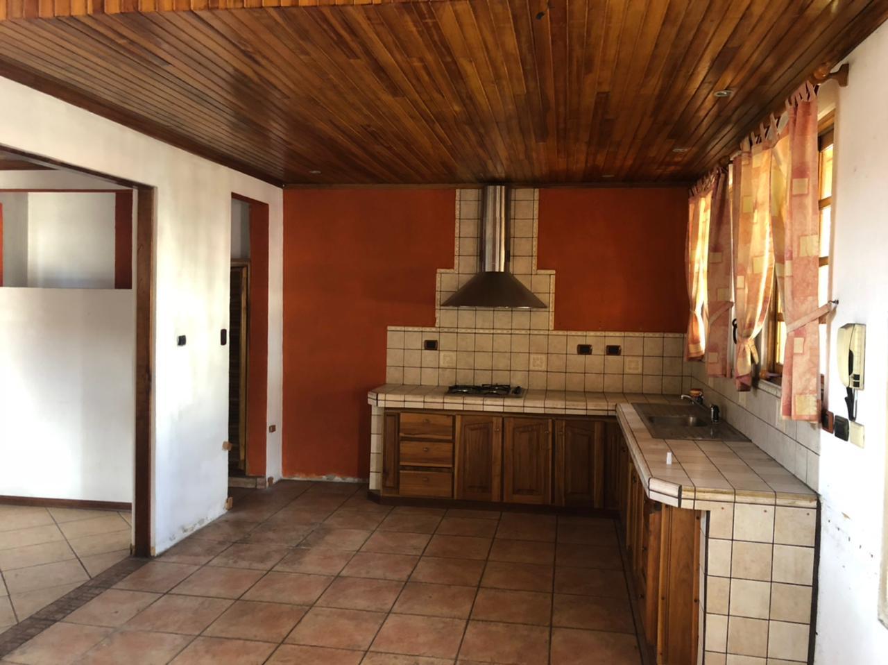 3022 Se vende casa en la Sabana Sabana