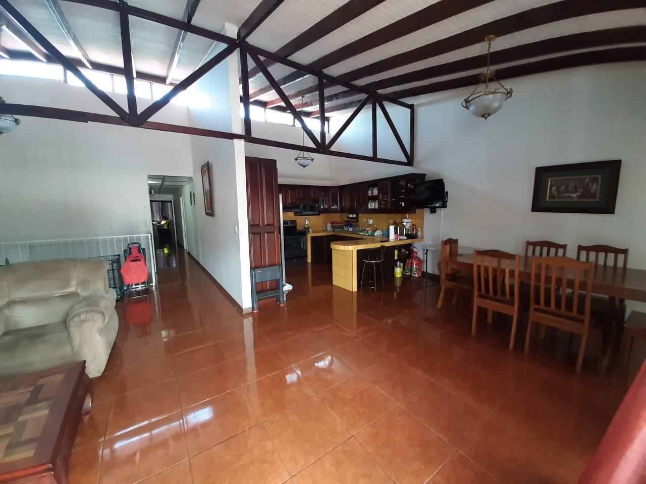 3051 Se vende en Heredia dos casas por el precio de una.