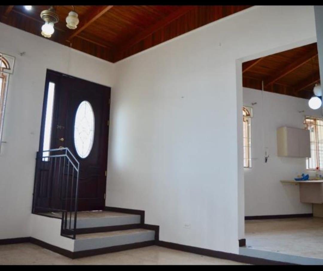 3061 Se vende casa en Heredia