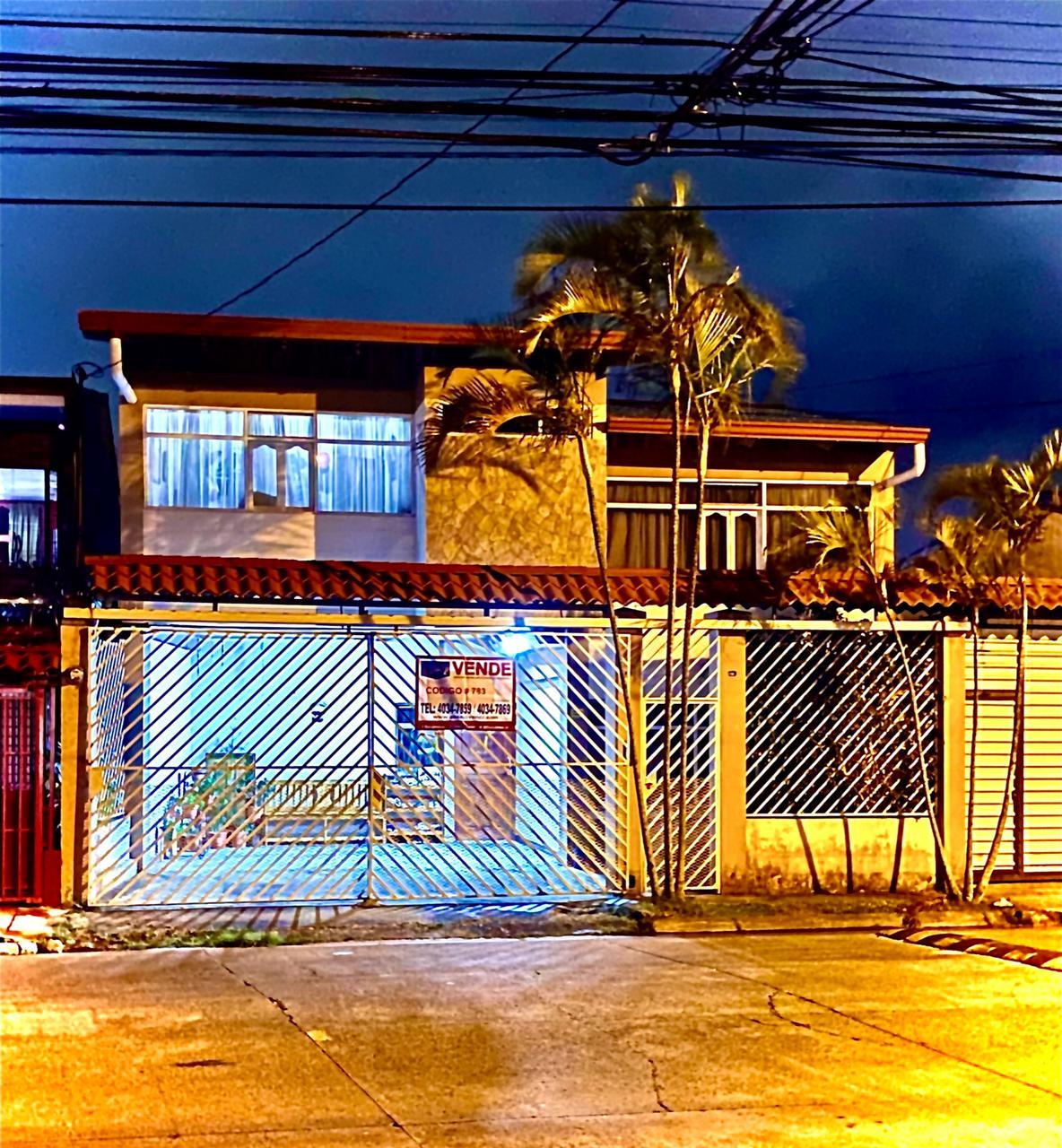 3035 Se vende Hermosa casa de dos plantas en San Antonio de Coronado,