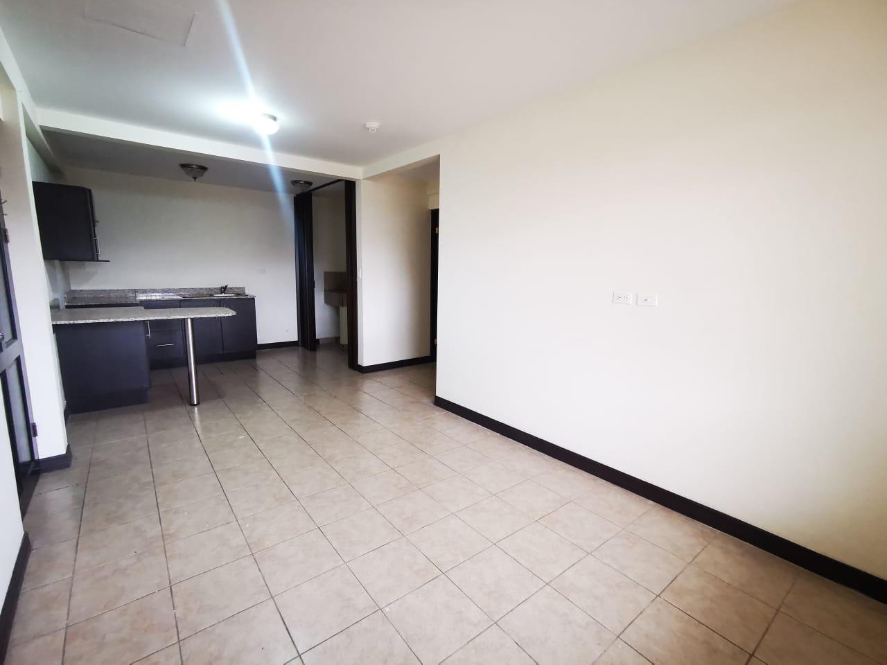 3052 Se alquila apartamento en Rohrmoser, cerca del Parque La Sabana.