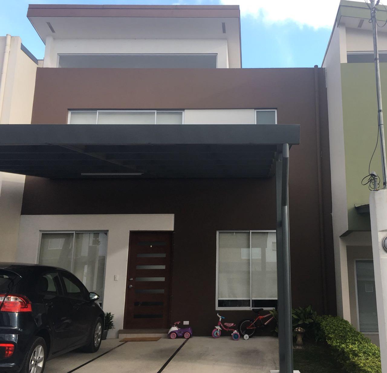 3036 Se vende Casa en Condominio. Curridabat
