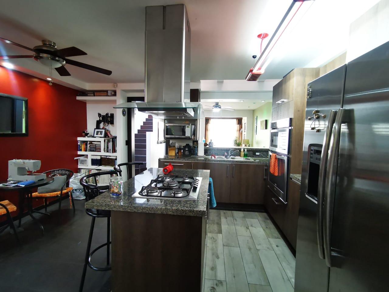 3069 Se vende casa en Rohrmoser. Cerca del McDonald de Pavas.