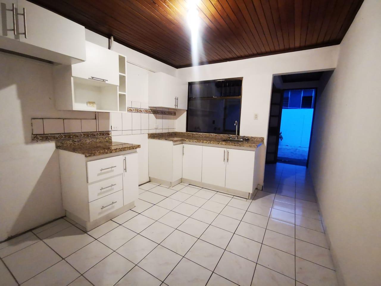 801  Se Vende Propiedad para desarrollo de apartamentos  en La Uruca