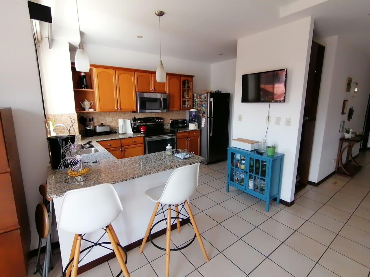3127 Se Vende apartamento en Bosques de Santa Ana