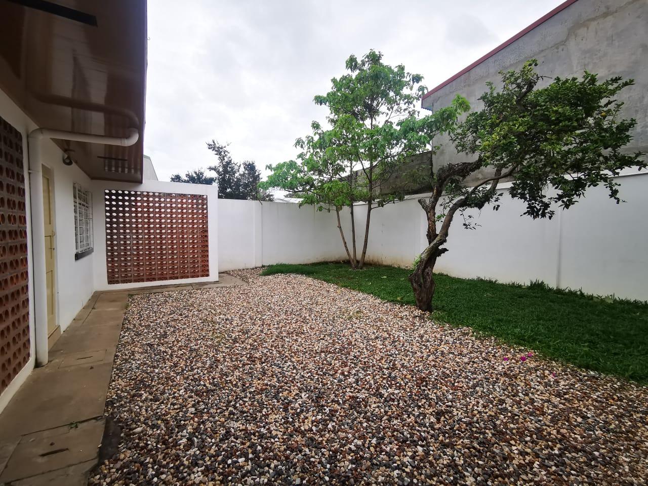 796 Se vende casa de una planta en sabana sur