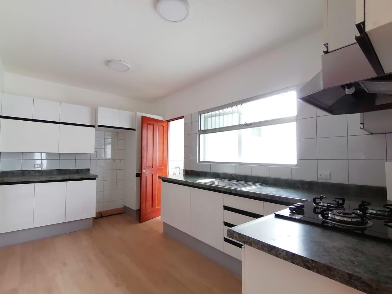 3105 Se alquila apartamento en La Uruca