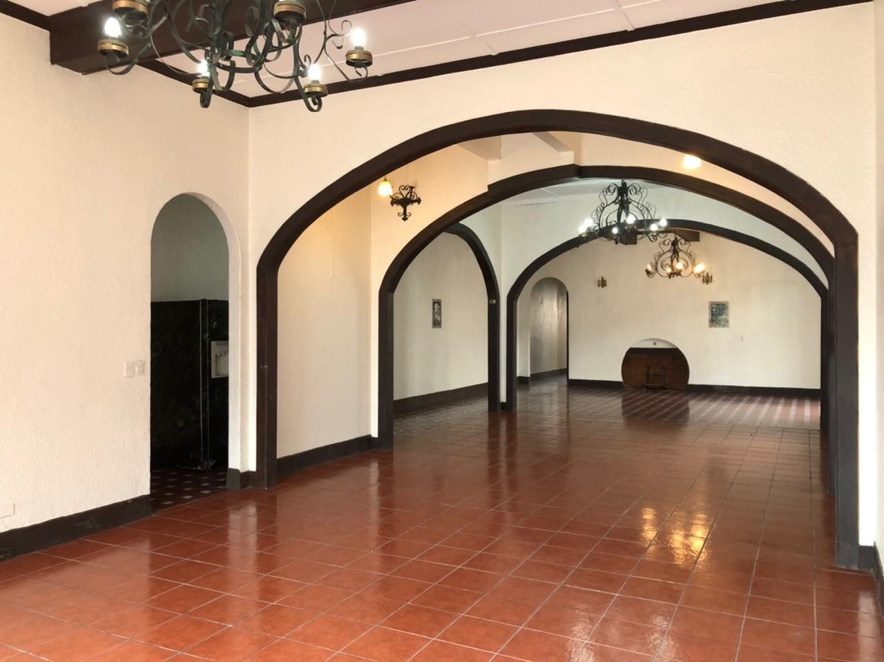 3104 Se Alquila local con gran exposición comercial en San Pedro
