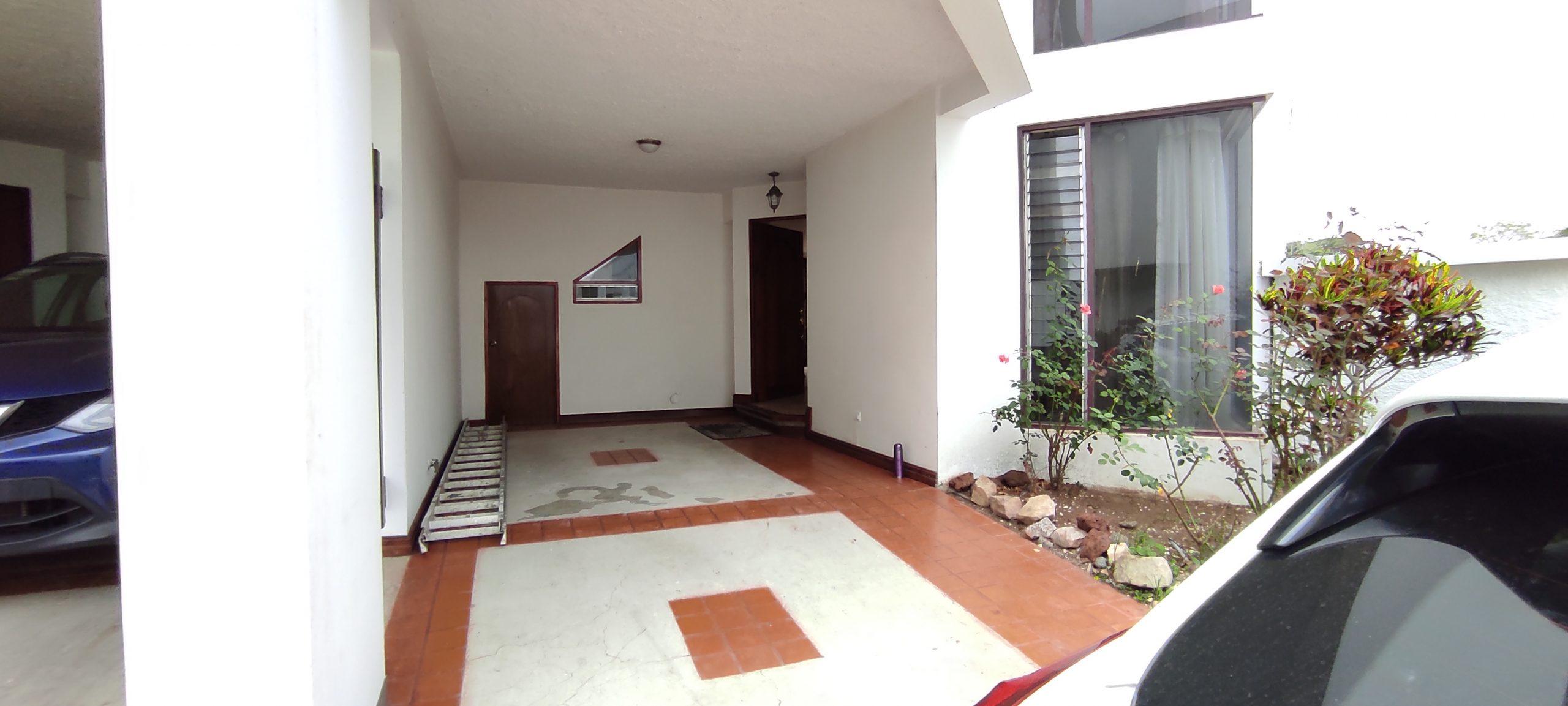 # 3147 Se Vende casa y Se Alquila con opción de compra en Curridabat